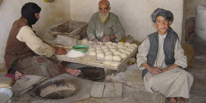 2002 - 아프카니스탄<br> 아프카니스탄 현지인 상점 방문 (2002.10.25.)