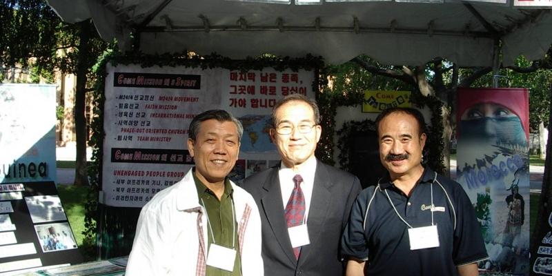 2003 - 미국 LA 선교대회<br> 미국 LA 선교대회에서 윤수길 선교사, 김정복목사, 이재환 선교사 (2003. 5. 20.)