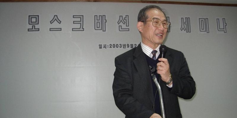 모스크바<br> 모스크바 선교사 세미나에서 성경적 기도를 강의하는 김정복 목사