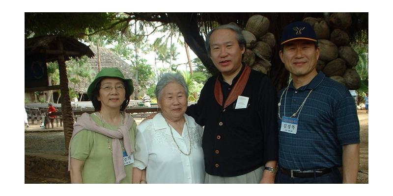 2003 - 하와이 선교대회<br> 하와이 선교 대회 에서 고석희 목사와 함께 (2003. 2. 6.) 김정복 목사 사모, 고석희 ...